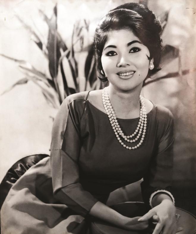 Thanh Nga, Tham Thuy Hang goi cam qua tay may Vien Kinh hinh anh 1