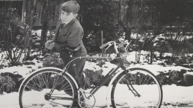 Những bức ảnh ít người biết tới về thời trẻ của giáo sư thiên tài Stephen Hawking - Ảnh 4.
