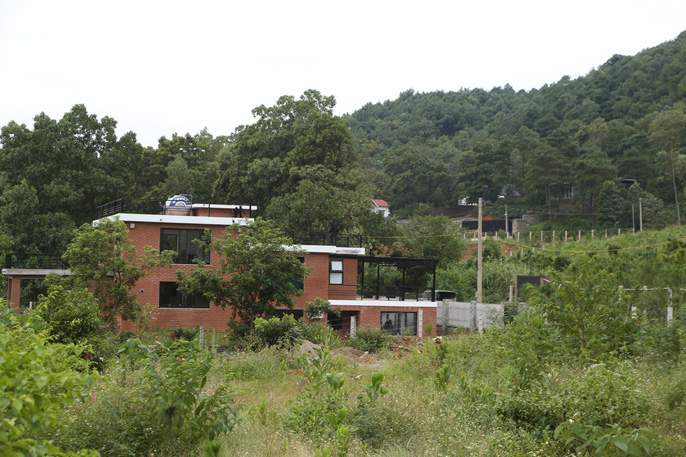Choáng với những biệt thự sang trên đất rừng phòng hộ Sóc Sơn - Ảnh 4.